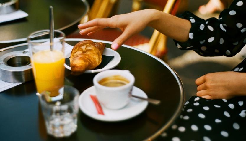 Jak zamówić kawę we Francji? Kultura picia kawy przez Francuzów.